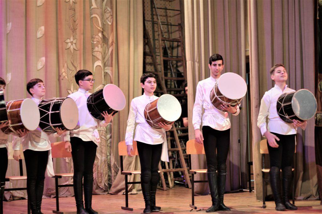 Шоу кавказских барабанщиков