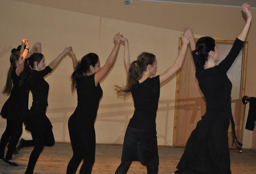 Обучение лезгинке в школе танцев